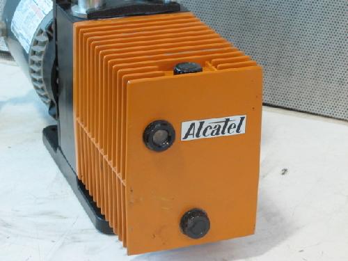 ALCATEL M2008A DUAL STAGE ROTARY VANE VACUUM PUMP, 1/2 HP