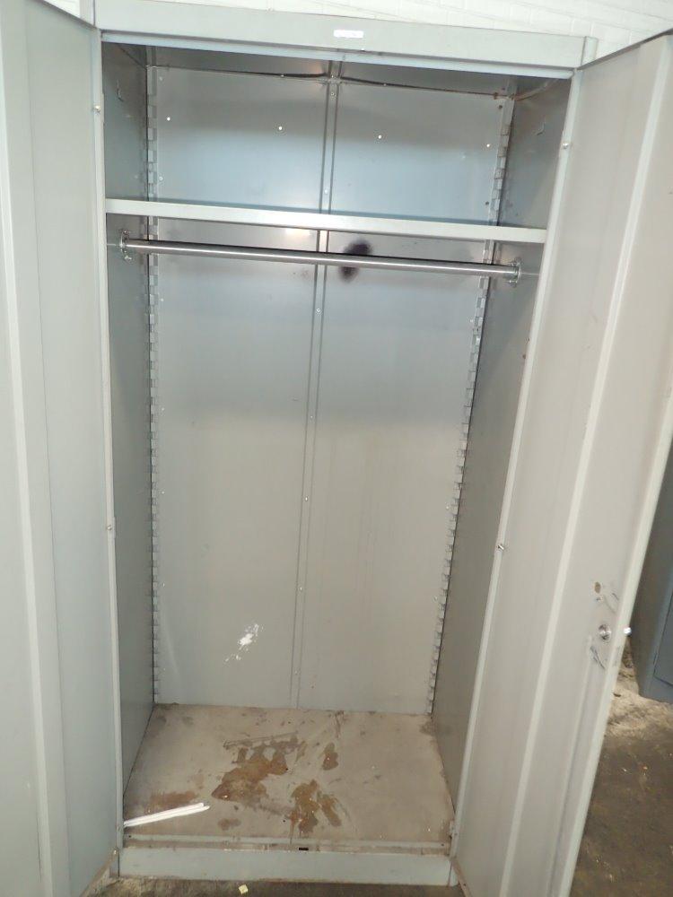 cabinet lyon. Black Bedroom Furniture Sets. Home Design Ideas