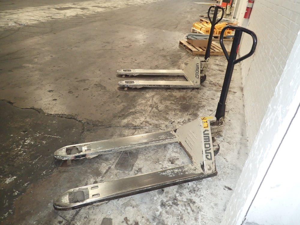 how to use a crown pallet jack
